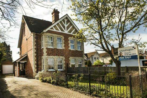 3 Bedrooms Semi Detached House for sale in Basingstoke Road Spencers Wood Reading