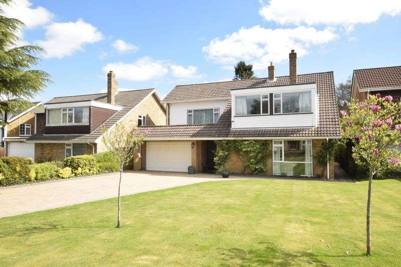 4 Bedrooms Detached House for sale in Brimstone Close, Orpington