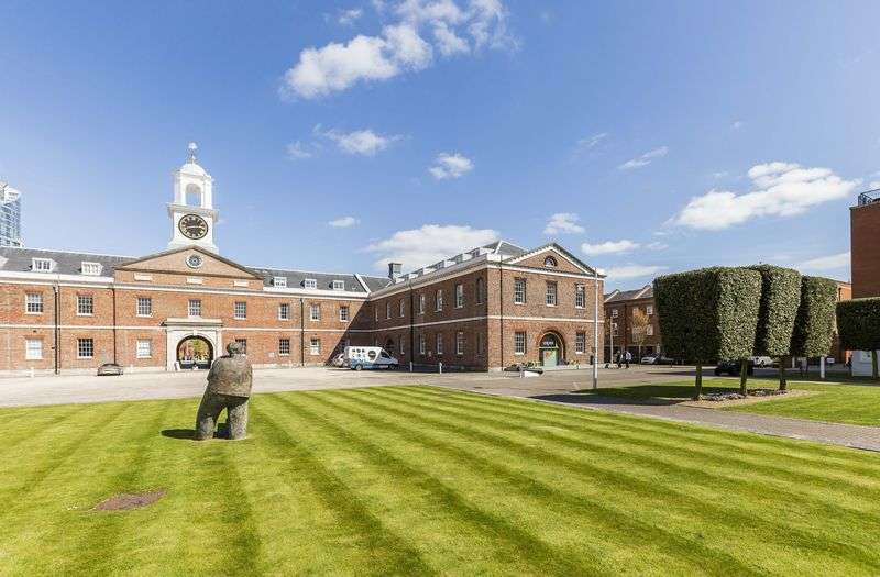 2 Bedrooms Flat for sale in The Vulcan, Giunwharf Quays, Portsmouth