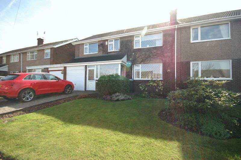 4 Bedrooms Semi Detached House for sale in Burwell Close, Glossop
