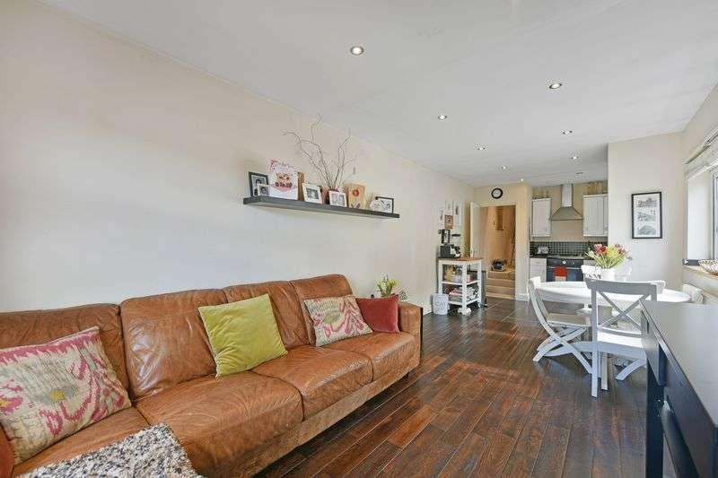 3 Bedrooms Flat for sale in Danbrook Road, London