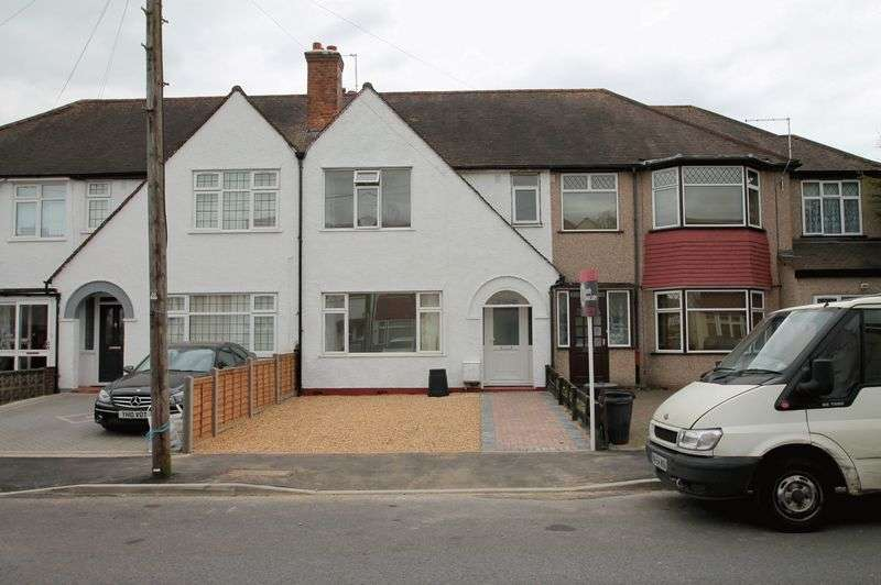 3 Bedrooms Terraced House for sale in Richmond Avenue, Uxbridge