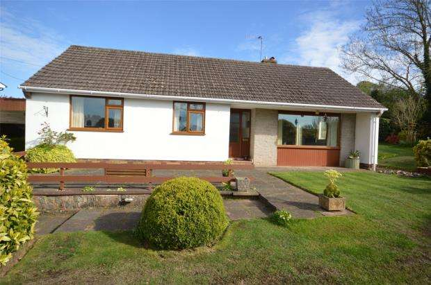 3 Bedrooms Detached Bungalow for sale in High Street, Newton Poppleford, Sidmouth, Devon