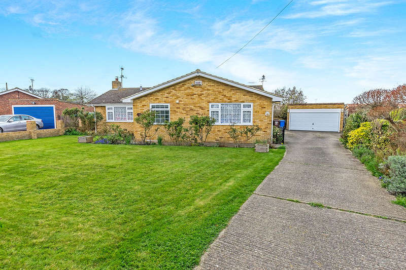 3 Bedrooms Detached Bungalow for sale in Vicarage Lane, Lower Halstow, Sittingbourne, ME9