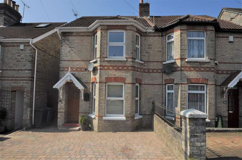 3 Bedrooms Semi Detached House for sale in Penn Hill