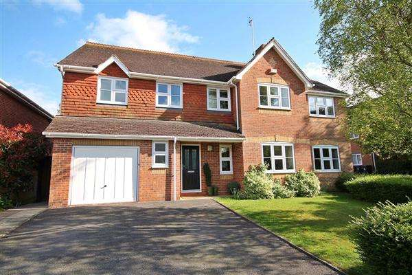 5 Bedrooms Detached House for sale in Maryland Grove, Canterbury