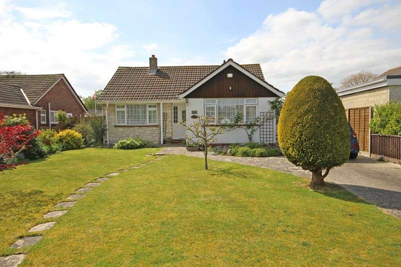 2 Bedrooms Detached Bungalow for sale in Brook Avenue North, New Milton
