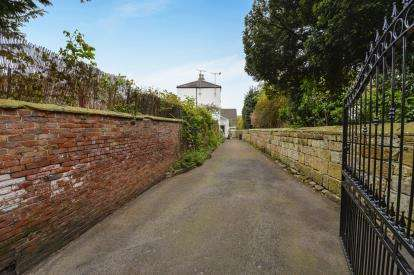 4 Bedrooms Detached House for sale in High Street, Stokesley, North Yorkshire