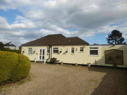 3 Bedrooms Bungalow for sale in Benfleet, Essex, Uk