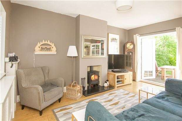 2 Bedrooms Terraced House for sale in Shorts Croft, KINGSBURY, NW9 9AP
