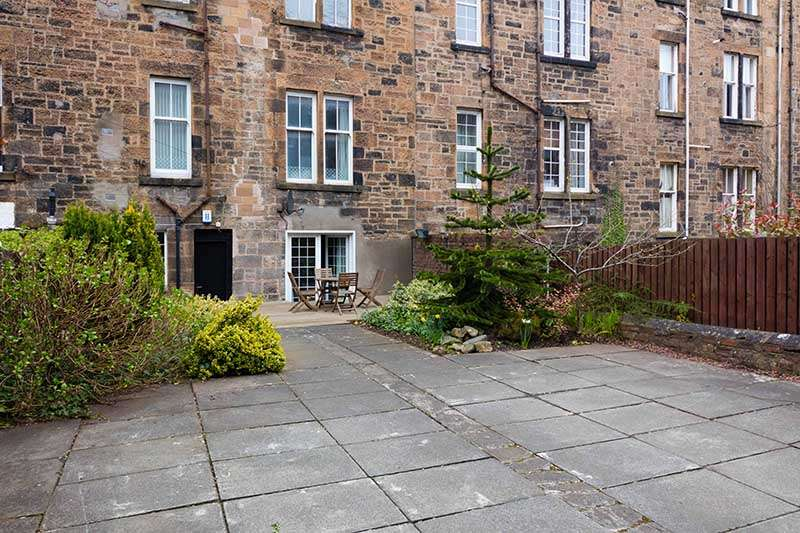 2 Bedrooms Flat for rent in Loudon Terrace, West End, Glasgow