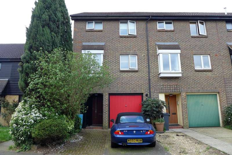 3 Bedrooms End Of Terrace House for sale in Foxwood Close, Feltham