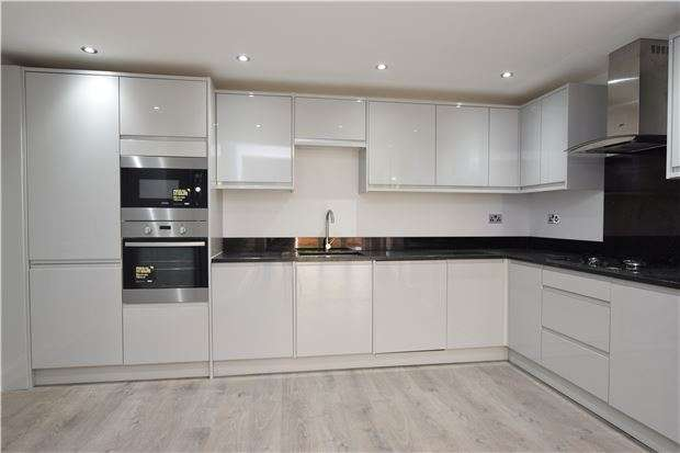 2 Bedrooms Maisonette Flat for sale in Erskine Road, SUTTON, Surrey, SM1 3AT