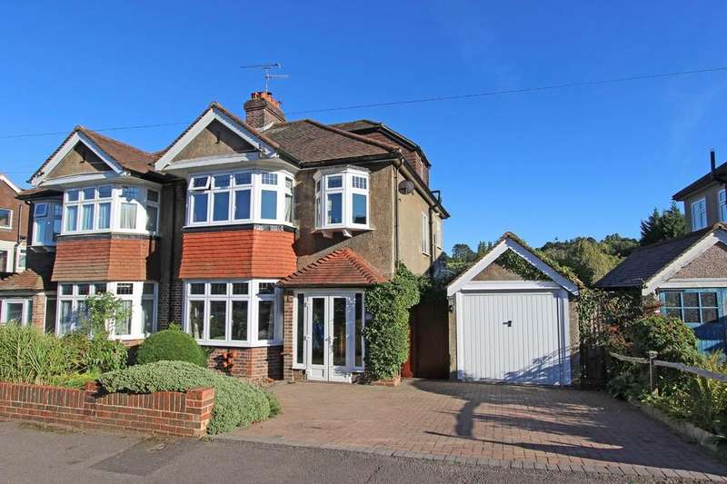 4 Bedrooms Semi Detached House for sale in Pine Walk, Woodmansterne
