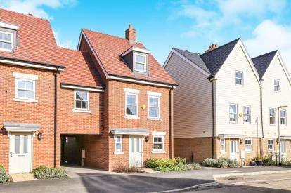 4 Bedrooms End Of Terrace House for sale in Tavener Drive, Biggleswade, Bedfordshire, .