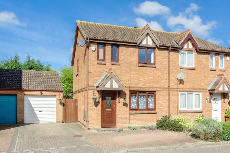 3 Bedrooms Semi Detached House for sale in Fontwell Drive, Milton Keynes