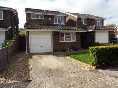 3 Bedrooms Detached House for sale in Stubbington, Fareham, Hampshire