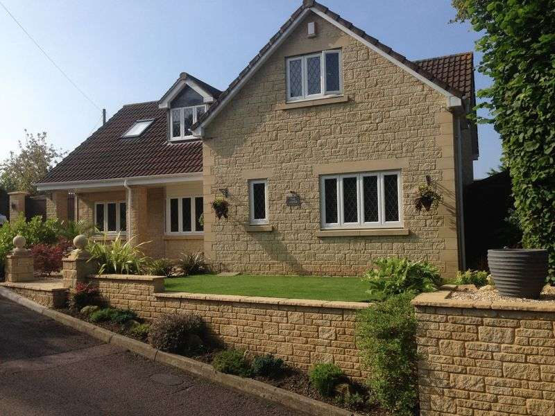 4 Bedrooms Detached House for sale in Magpie Bottom Lane, Hanham, Bristol