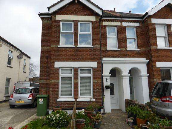 3 Bedrooms Flat for sale in Parkstone, Poole