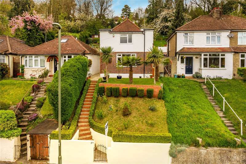 3 Bedrooms Detached House for sale in Stafford Road, Caterham, Surrey, CR3