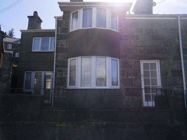 3 Bedrooms End Of Terrace House for sale in Anwylfa, Porkington Place, Harlech