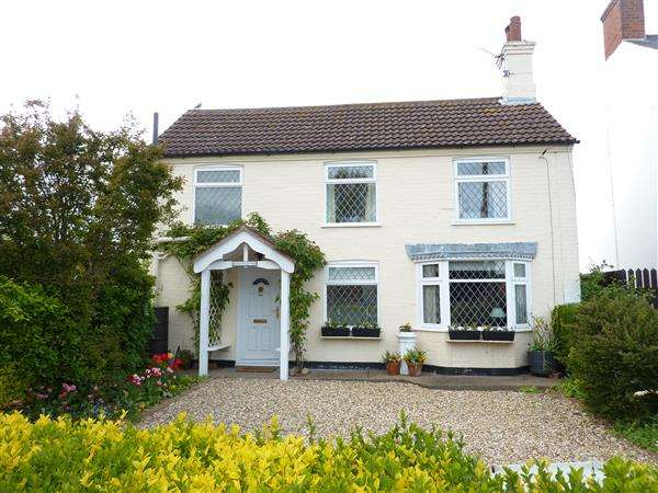 2 Bedrooms Detached House for sale in CHARLTON COTTAGE, HIGH STREET, NORTH THORESBY, GRIMSBY