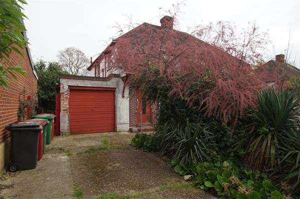 3 Bedrooms Semi Detached House for sale in Burnham Lane, Burnham