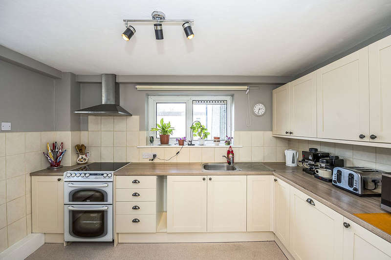 4 Bedrooms Flat for sale in Flordon, Skelmersdale, WN8