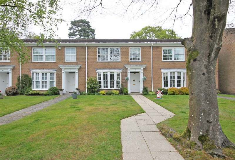 4 Bedrooms Terraced House for sale in Cranwell Close, Bransgore, Christchurch