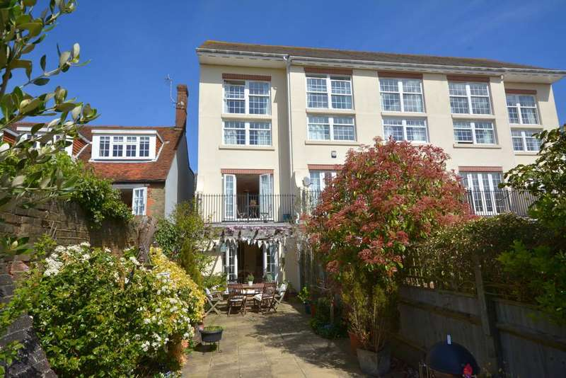 4 Bedrooms Town House for sale in Pulborough