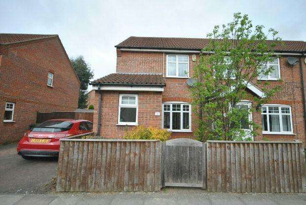 2 Bedrooms End Of Terrace House for sale in Holyoake Road, GRIMSBY
