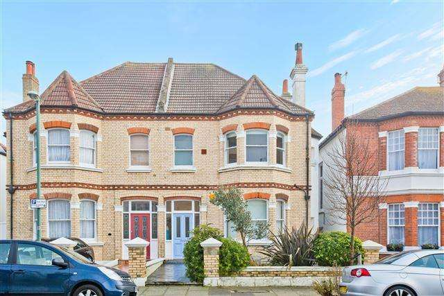 3 Bedrooms Semi Detached House for sale in Sackville Gardens, Hove