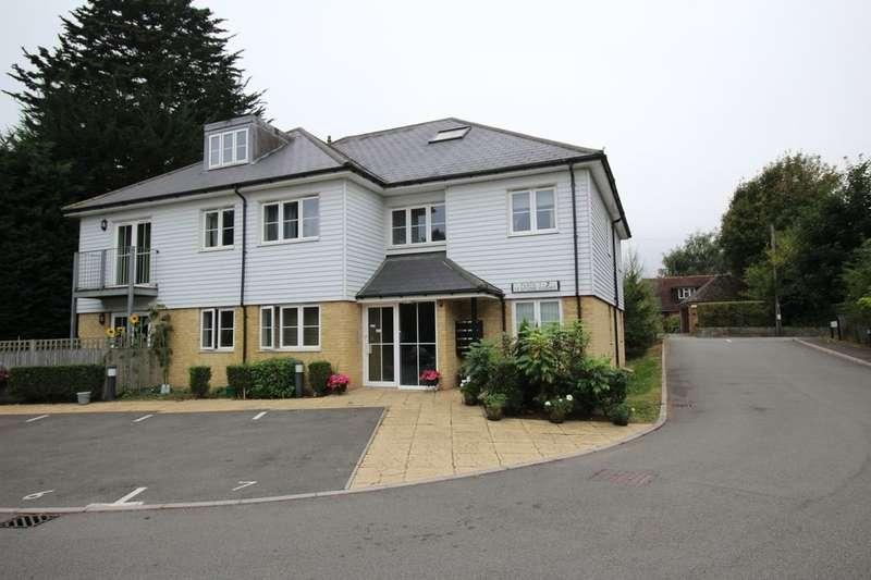 2 Bedrooms Flat for sale in Stone Court, Borough Green, Sevenoaks, TN15