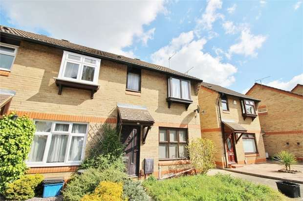 3 Bedrooms End Of Terrace House for sale in Hookstone Way, Woodford Green, Essex