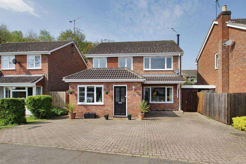 4 Bedrooms Detached House for sale in Hazelwood Road, Partridge Green