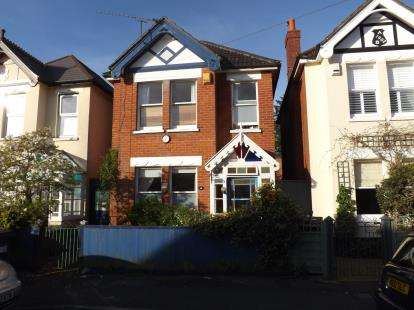 3 Bedrooms Detached House for sale in Boscombe, Bournemouth, Dorset