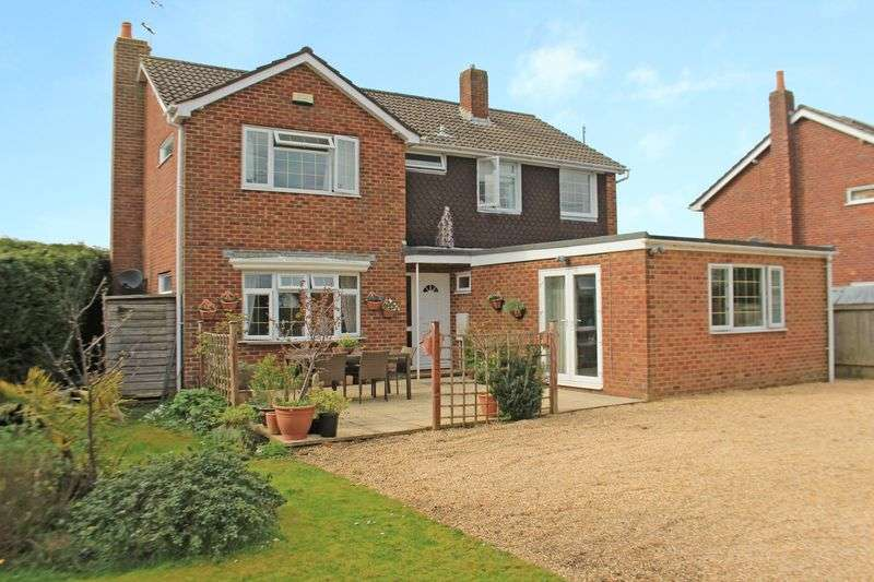 5 Bedrooms Detached House for sale in Woodfalls