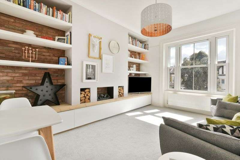 2 Bedrooms Flat for sale in Lewin Road, London