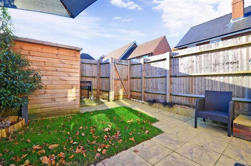 2 Bedrooms Semi Detached House for sale in Queen Street, Kings Hill, West Malling, Kent