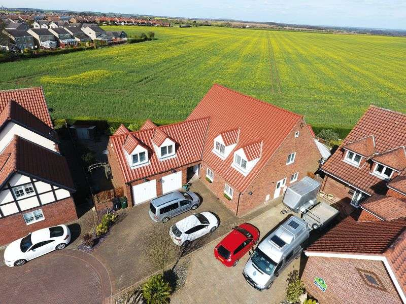 5 Bedrooms Detached House for sale in Rowernfields, Dinnington, Sheffield