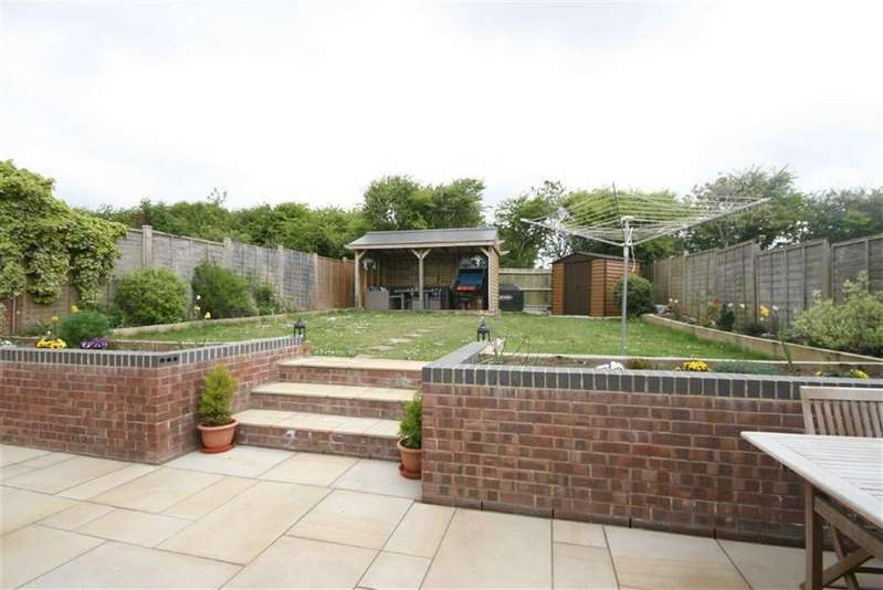 4 Bedrooms Detached Bungalow for sale in The Ridings, Telscombe Cliffs, Peacehaven