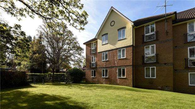 2 Bedrooms Apartment Flat for sale in Shaw Park, Crowthorne, Berkshire