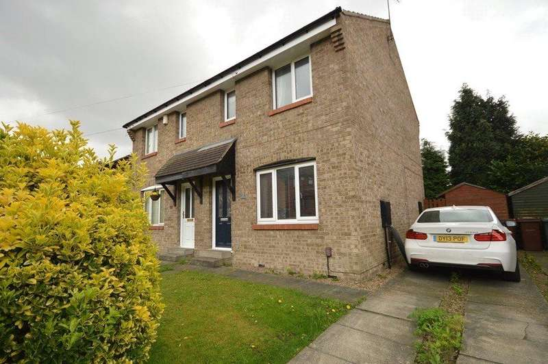 3 Bedrooms Semi Detached House for sale in Abbeydale Garth, Kirkstall, Leeds