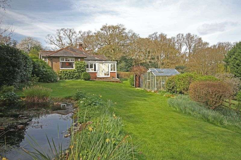 2 Bedrooms Detached Bungalow for sale in Godshill New Forest Park