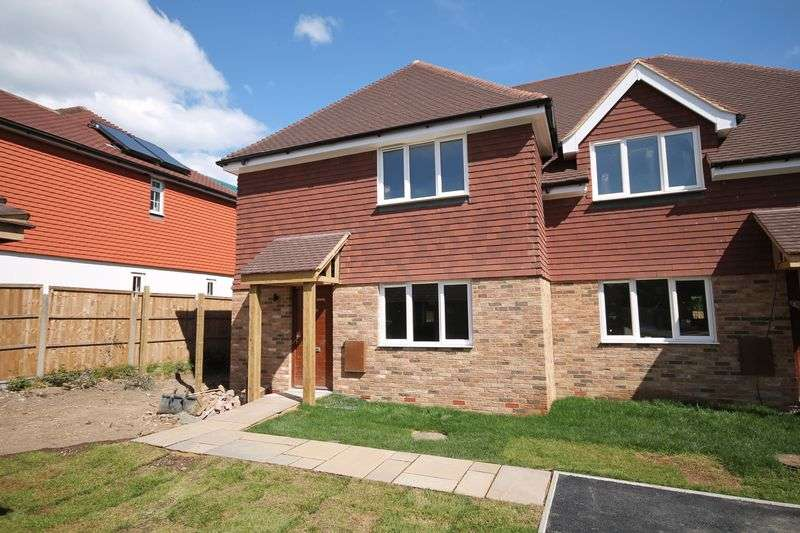 3 Bedrooms Semi Detached House for sale in London Road, Ashington