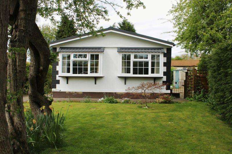 2 Bedrooms Detached Bungalow for sale in BOX HILL, Nr DORKING
