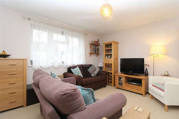 1 Bedroom Flat for sale in Canterbury Court, Chaucer Road, ASHFORD, Surrey