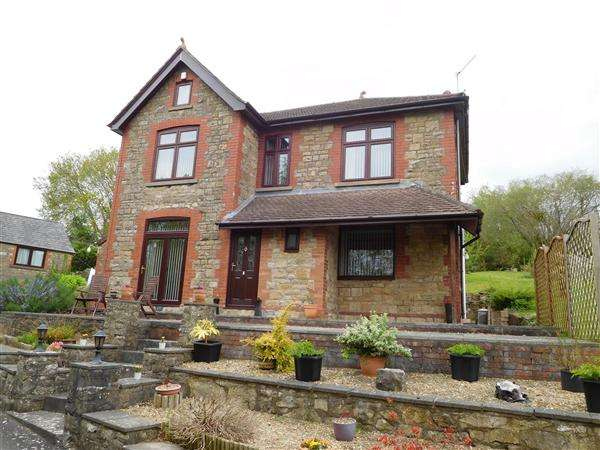 3 Bedrooms Detached House for sale in Lewiston House, Vinegar Hill, Undy
