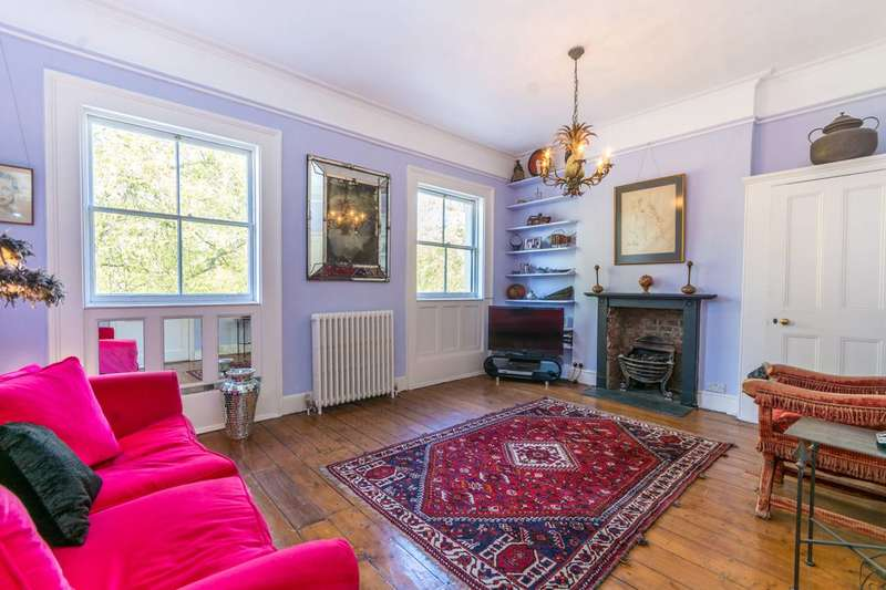 3 Bedrooms Flat for sale in Mecklenburgh Square, Bloomsbury, WC1N