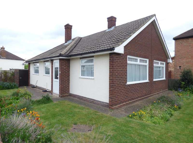 2 Bedrooms Detached Bungalow for sale in Broad Avenue, Bedford, MK42 9SW